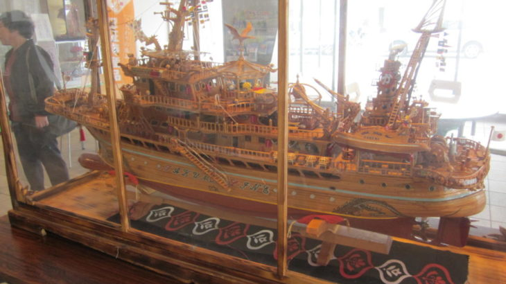 廃材で作った船の展示風景